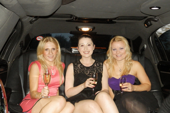 girls-drinking-inside-limo